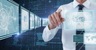 Affärsman som trycker på och påverkar varandra med teknologimanöverenhetspaneler arkivfoton