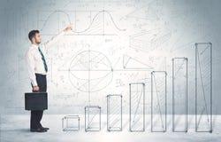 Affärsman som upp förestående klättrar dragit grafbegrepp Arkivbild