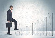 Affärsman som upp förestående klättrar dragit grafbegrepp Fotografering för Bildbyråer