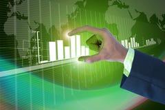 Affärsman som visar den digitala grafen arkivbild