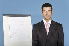Affärsman Standing By Flip Chart Arkivfoto