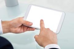 Affärsman Using Digital Tablet i regeringsställning Arkivfoto