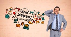 Affärsmananseende vid digital marknadsföringstext och symboler mot orange bakgrund Fotografering för Bildbyråer