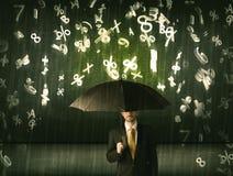 Affärsmananseendet med paraplyet och 3d numrerar att regna concep Arkivbild