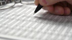 Affärsmanarbete och beräkningsfinans begrepp för finansiell redovisning för affär closeuphänder