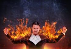 Affärsmanbränning med ilska royaltyfri fotografi