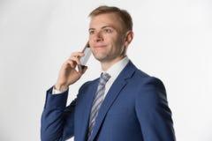 Affärsmandanandeappell på mobiltelefonen Royaltyfri Fotografi