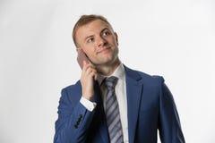 Affärsmandanandeappell på mobiltelefonen Arkivfoton