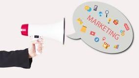 Affärsmanhand med högtalaren med symboler som ut flyger marknadsföring Arkivfoton