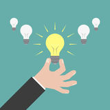 Affärsmanhand som ger lightbulben idébilden för begreppet 3d framförde eps10 blommar yellow för wallpaper för vektor för klippnin Arkivfoto