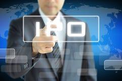 Affärsmanhand som trycker på IPO (eller initial offentlig nolla royaltyfria bilder