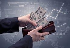 Affärsmanhanden tar ut dollaren från plånboken Arkivbild