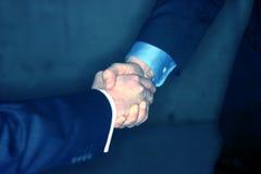 affärsmanhandskakning royaltyfri foto