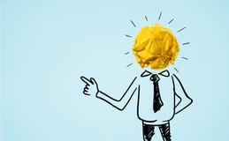 Affärsmanhuvud med den papper skrynkliga bolllightbulben Affär Arkivfoto