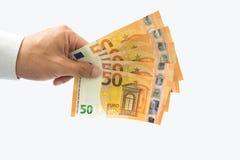 Affärsmaninnehav eller ge europengarräkningar i hand royaltyfri foto