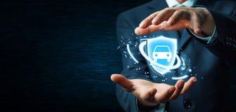 Affärsmaninnehavsköld och bil försäkring för bakgrundsbilbegrepp som isoleras över white arkivbild
