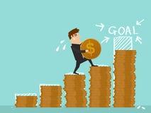Affärsmanmoment på bunt av myntet i investeringframstegbegrepp Fotografering för Bildbyråer