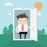 Affärsmannen öppnar dörren från kontor till naturen stock illustrationer