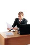 affärsmannen documents avläsning Arkivfoton