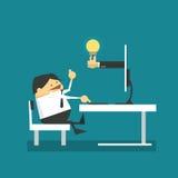 Affärsmannen framme av compute och får idé från internet stock illustrationer