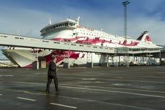 Affärsmannen går till skeppet Arkivbild