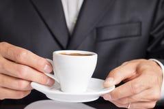 Affärsmannen gör kaffeavbrottet Arkivfoto