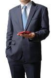 Affärsmannen ger modellbilen till kunden som isoleras på whit Arkivfoton