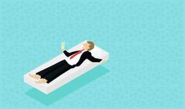 Affärsmannen i affär beklär att ligga på vattnet Koppla av på öarna dröm- semester Arkivfoton