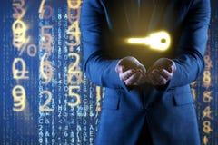Affärsmannen i digitalt säkerhetsbegrepp arkivfoto