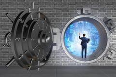 Affärsmannen i digitalt skydd mot cyberhot royaltyfri bild