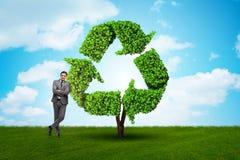 Affärsmannen, i recyling av hållbar affärsidé fotografering för bildbyråer