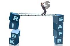 Affärsmannen i risk- och belöningaffärsidé Arkivfoto