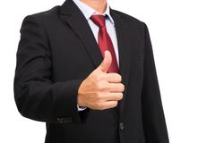 Affärsmannen i svart dräkt med den röda slipsen tummar upp Arkivfoton