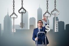 Affärsmannen i tangent till det finansiella framgångbegreppet Arkivbilder