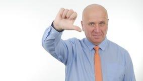 Affärsmannen Image Make Dislike gör en gest le tummar ner tecken royaltyfri foto