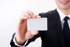 Affärsmannen med det kända kortet för affären, kontaktar oss begreppet Arkivbilder