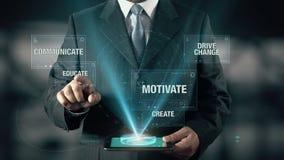 Affärsmannen med ledarskapbegrepp väljer utbildar från motiverar meddelar skapar drevändring genom att använda den digitala minne stock video