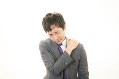 Affärsmannen med skuldran smärtar. arkivbilder