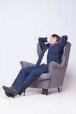 Affärsmannen sitter på stol över vit bakgrund Arkivfoton
