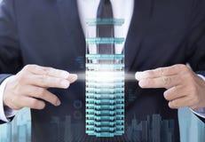 Affärsmannen skapar modern byggnad för designen Royaltyfria Foton