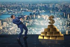 Affärsmannen som drar dollaren och guld- guldtackor Arkivbild