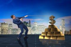 Affärsmannen som drar dollaren och guld- guldtackor Royaltyfri Fotografi