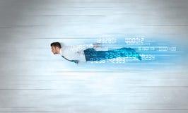 Affärsmannen som flyger toppet snabbt med data, numrerar kvarlämnat Arkivbild
