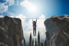 Affärsmannen som hänger på rep i farabegrepp Royaltyfri Fotografi
