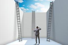 Affärsmannen som klättrar en stege för att fly från problem royaltyfri bild