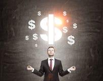 Affärsmannen som mediterar av dollartecken, skissar framme Royaltyfri Fotografi