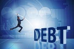 Affärsmannen som undviker skuldbörda i affärsidé arkivfoto