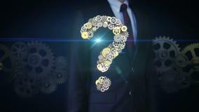 Affärsmanpekskärmen, stålsätter guld- kugghjul som gör frågan fläcken för att forma visionintelligens stock video