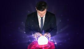 Affärsmansammanträde med kristallkula i handling royaltyfria foton