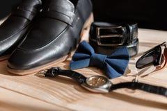 Affärsmantillbehör Stil för man` s Tillbehör för man` s: Fjäril för man` s, skor för man` s, klockor för man` s Arkivbild